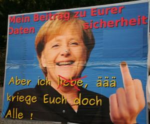 Plakat: Angela Merkel mit Stinkefinger: Aber ich liebe, äää, kriege Euch Alle!